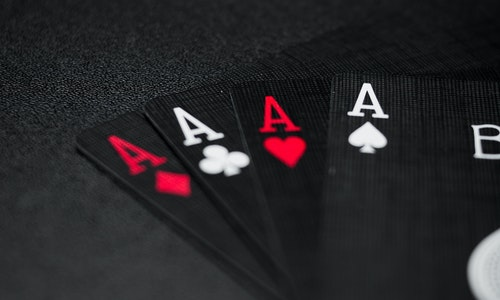 What Are The Top Factors To Consider While Choosing The Online Slot Casino Website?