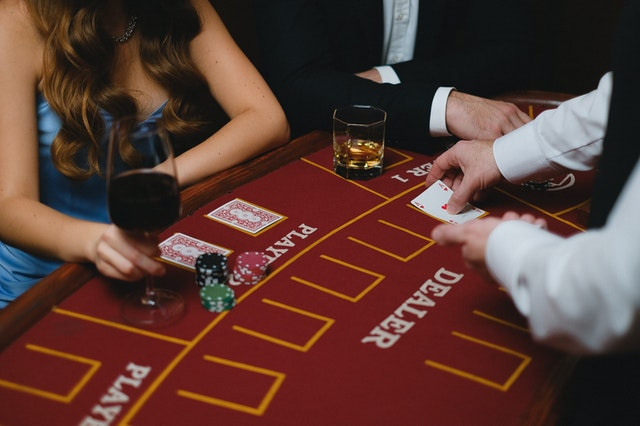 There are many things to consider when choosing an online betting platform.